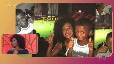 Suelen se surpreendeu com pedido em frente a estádio - Pedido para realizar sonho de ver o jogo de futebol mudou a vida dela