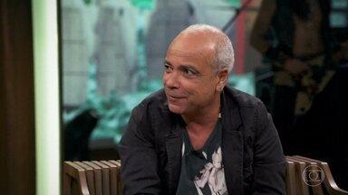 Cláudio Manoel comenta capas e matérias da revista 'Casseta Popular' - Ele também fala sobre as piadas politicamente incorretas