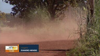 Sem asfalto, moradores denunciam problema com poeira no Setor Santo Amaro - Sem asfalto, moradores denunciam problema com poeira no Setor Santo Amaro
