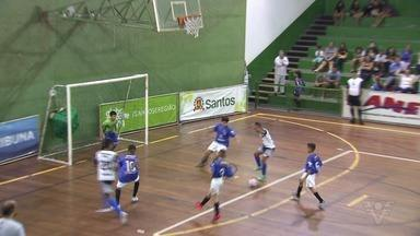 Ginásio do Rebouças recebe mais uma rodada da 17ª Copa TV Tribuna de Futsal Escolar - Seis escolas do masculino e duas do feminino disputaram os jogos na Ponta da Praia, em Santos.