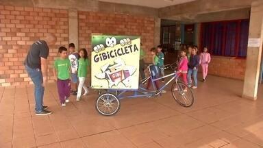 Gibiteca móvel leva o mundo mágico dos quadrinhos para população de Campo Grande - No quadro Nós.Doc, conhecemos o projeto de Ronilço Guerreiro, em vídeo gravado por ele mesmo.