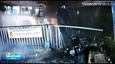 Acidente entre ônibus e caminhão no Recife deixa quatro feridos - Colisão ocorreu na Avenida Beberibe, na Zona Norte da capital pernambucana.