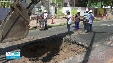 Obra de esgoto interdita trecho de avenida em Olinda - Bloqueio acontece na Avenida Sigismundo Gonçalves, no bairro do Varadouro.