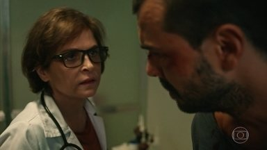 Vera e Décio atendem Douglas - A médica demonstra insatisfação pelo que o paciente fez com Aline