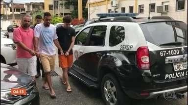 Treze suspeitos são presos em operação contra o tráfico de drogas no Rio - Cento e cinquenta policiais participaram da ação na Zona Norte da cidade. Um dos principais alvos nessa operação usava o trabalho numa ONG como disfarce.