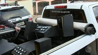 Polícia Civil fecha casa de jogos de azar em Itapetininga - A Polícia Civil de Itapetininga (SP) fechou uma casa de jogos de azar, na Vila São João, nesta quinta-feira (16). Segundo a polícia, 13 máquinas, entre elas de caça-níqueis, foram apreendidas.