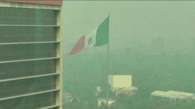 Cidade do México declara situação de emergência por causa da poluição do ar - As aulas em escolas e universidades estão suspensas, parquinhos fechados e os pais foram orientados a manter as crianças em casa com as janelas fechadas.