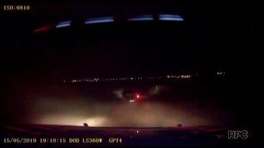 Perseguição a carro com contrabando invade cidade - Foi em Cascavel. Na perseguição a caminhonete invadiu o estacionamento de um supermercado