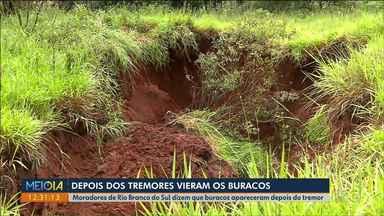 Depois do tremor apareceram buracos na terra - Os moradores de Rio Branco do Sul dizem que depois da terra tremer vários buracos apareceram na cidade. A prefeitura vai isolar e disse que já procurou ajuda da UFPR pra ser se tem relação
