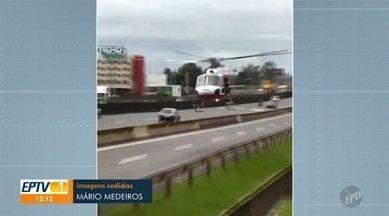 Acidente entre carro e motocicleta deixa um ferido na Rodovia Anhanguera, em Campinas - Pista chegou a ser totalmente bloqueada para o socorro do motociclista. Resgate foi feito pelo helicóptero Águia na pista marginal da rodovia.
