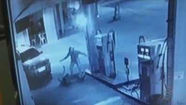 Frentista de posto de gasolina de Agudos é agredido durante assalto - Um frentista de um posto de combustíveis em Agudos (SP) foi agredido durante assalto.