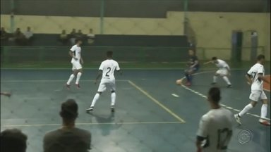 Dionisio Vaz Futsal vence time de Araçatuba pelo Campeonato Paulista - O time Dionísio Vaz de futsal de Marília vendeu o Real Madruga de Araçatuba e está classificado para as quartas de final do Campeonato Paulista.