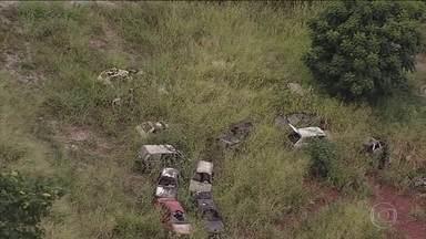 Governos dão mau exemplo de combate ao mosquito Aedes aegypti - Obras e terrenos abandonados servem de criadouro para o mosquito.