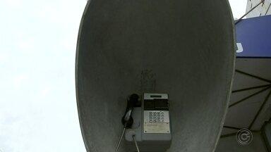 Chegada dos aparelhos celulares 'aposenta' os orelhões - A chegada dos aparelhos celulares mudou muita coisa no cotidiano. Uma das mudanças foi a aposentadoria dos telefones públicos, os chamados orelhões.