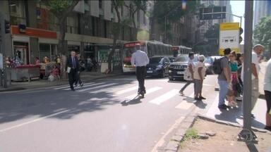 Empresa suspende serviço de patinetes elétricos no Rio de Janeiro - O aumento de acidentes nos últimos meses e a falta de regulamentação da atividade levaram a empresa a suspender o aluguel por tempo indeterminado.