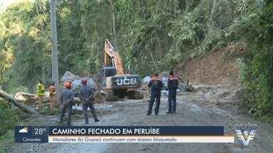 Moradores do Guaraú, em Peruíbe, continuam com acesso bloqueado após deslizamentos - Chuvas fortes que atingiram a região fecharam a passagem de carros.