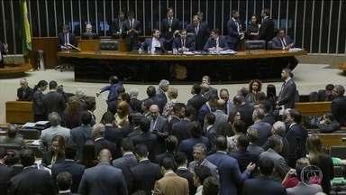 Câmara derruba emenda que limitava poderes dos auditores fiscais - A Câmara concluiu a votação da medida provisória que reduziu o número de ministérios, como definido pelo governo Bolsonaro. E derrubaram a emenda que limitava a possibilidade de cooperação de auditores da Receita em investigações de corrupção.