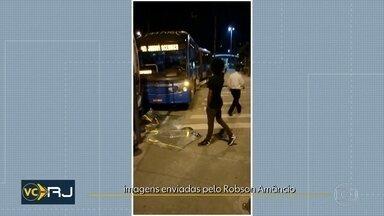 Ônibus comum e BRT batem na estação do Tanque - Acidente foi durante a madrugada.