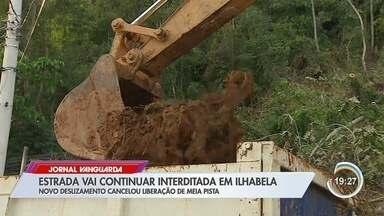 Abertura de estrada bloqueada por deslizamento de terra é adiada em Ilhabela - SP 131 está fechada desde o último sábado (18). Moradores da costa sul estão isolados. Novo deslizamento e fissura mostram que terreno ainda está instável e trabalho no local foi suspenso.