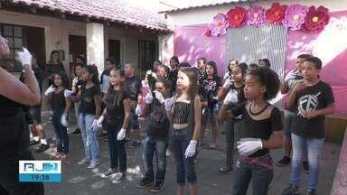 Campos, RJ, tem aumento de demanda por intérpretes de Libras - Assista a seguir.