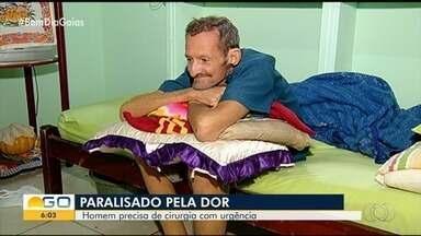 Homem com fortes dores na coluna luta para conseguir cirurgia, em Catalão - Por conta da situação, ele chegou a desmaiar.