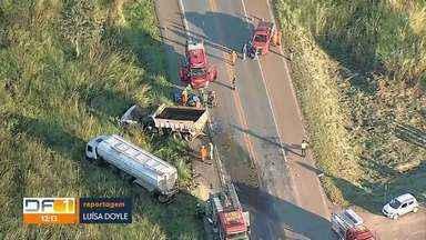 Acidente na BR-080 deixa dois feridos - Por causa do acidente nesta terça-feira a BR-080, que liga Brazlândia a Taguatinga, ficou fechada. Só no fim da manhã as pistas foram liberadas.