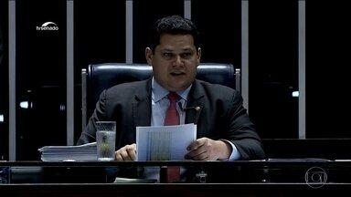 Senado aprova MP que que enxuga ministérios e deixa Moro sem a Coaf - O presidente Jair Bolsonaro e os ministros da Justiça, da Economia e da Casa Civil assinaram uma carta que foi enviada ao Senado, onde recua no desejo de que a Coaf voltasse para as mãos de Sérgio Moro.