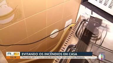 Descuidos são a maior causa de acidentes domésticos em Petrópolis, no RJ - Corpo de Bombeiros registrou 152 incêndios domiciliares em 2019.
