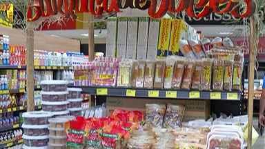 Supermercados do Alto TIetê começam a vender produtos das festas juninas - Festividade leva aos comércios seções com produtos de milho e amendoim.