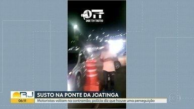 Motoristas se assustam durante perseguição policial na ponte da Joatinga - O trânisto parou na Avenida Ministro Ivan Lins neste domingo (2) à noite. Carros voltaram na contramão, muitos motoristas ficaram em pânico. A Polícia afirmou que não havia arrastão, mas sim uma perseguição policial.