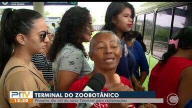Passageiros reclamam no primeiro dia útil de funcionamento do Terminal do Zoobotânico - Passageiros reclamam no primeiro dia útil de funcionamento do Terminal do Zoobotânico