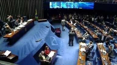 Senadores fecham acordo para votar MP que combate fraudes no INSS - Governo e parte da oposição concordaram em votar medida provisória que permite o pente-fino na concessão de benefícios ainda nesta segunda-feira (3), quando a MP perde a validade.