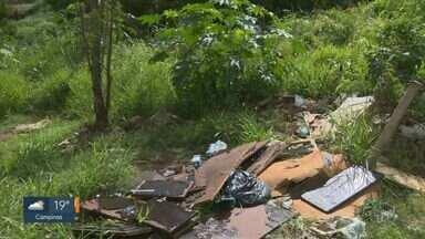 'Até Quando?': Prefeitura descumpre prazo e terreno segue com mato alto e lixo em Campinas - Local fica em frente à Escola Infantil Maria Batrum Cury, na Vila Perseu Leite de Barros.