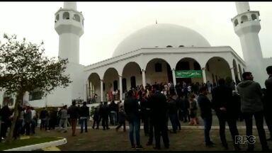 Muçulmanos celebram o fim do Ramadã - Foz do Iguaçu é a segunda cidade com maior número de seguidores da religião.