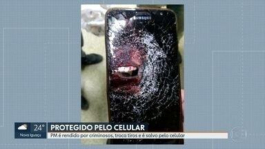 Policial militar é salvo por celular durante tentativa de assalto em Nova Iguaçu - PM foi atingido por um tiro na coxa, mas a bala pegou celular que estava no bolso da calça