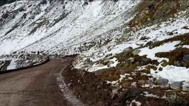 Crianças brasileiras morrem em acidente com pedra no Chile - Amigas de três e sete anos estavam passeando pela Cordilheira dos Andes no momento do acidente.