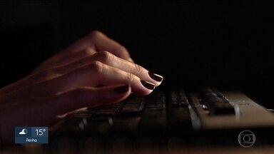 Polícia prende cinco pessoas por crimes na internet - Os criminosos, entre 20 e 30 anos, roubavam dados de cartão de crédito. A quadrilha chegou a invadir o sistema da Fundaçãp Getúlio Vargas para mudar a nota de candidatos reprovados no exame da OAB.