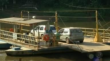 Balsa que faz travessia no Rio Tietê volta a funcionar após oito meses parada - Depois de oito meses parada, a balsa que faz a travessia no Rio Tietê entre Laranjal Paulista e o distrito de Laras voltou a funcionar.