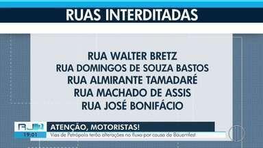 Ruas de Petrópolis, RJ, têm alterações de fluxo por causa da Bauernfest - Assista a seguir.