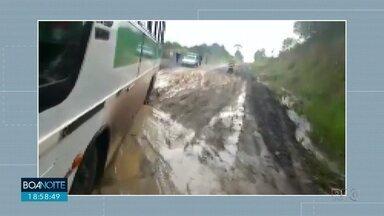 Motoristas reclamam da falta de asfalto na PR-364 - A rodovia liga Irati a São Mateus do Sul.