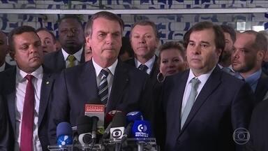 Bolsonaro entrega à Câmara projeto que muda regras da carteira de motorista - Texto propõe que motorista só perca a carteira ao atingir 40 pontos, o dobro do limite atual. Projeto prevê também que a carteira passe a valer por mais tempo: de cinco para dez anos.