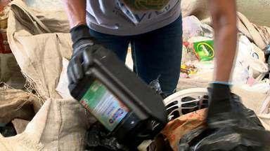 Seringas usadas estão sendo jogadas no lixo comum em Vila Velha - Catadores encontram todo mês uma média de 100 seringas usadas no meio do lixo comum.