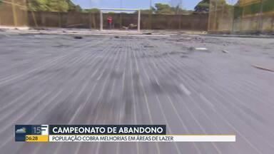 Campos sintéticos estão sem condições de uso em Ceilândia e no Cruzeiro - Espaços que são usados pra aulas de futebol pra crianças escondem várias armadilhas como buracos, alambrados enferrujados e até cerca energizada.