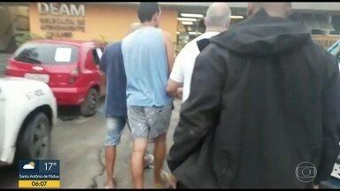 Quatro suspeitos de receptação de carga roubada são presos - Eles foram detidos em Belford Roxo, na Baixada Fluminense.