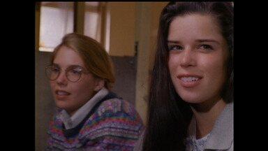 Lição de casa - Bailey se interessa por Kirsten e tenta chamar a atenção dela. Julia enfrenta dilema de ser popular e uma boa aluna. E Claudia procura o avô de Salinger.