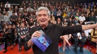 Serginho apresenta os convidados do programa - O tema do programa é o 'romance'
