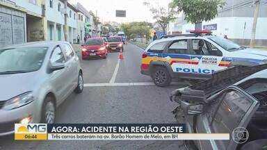 Três carros batem na Avenida Barão Homem de Melo, em Belo Horizonte - Acidente foi na altura do bairro Nova Granada, na Região Oeste.