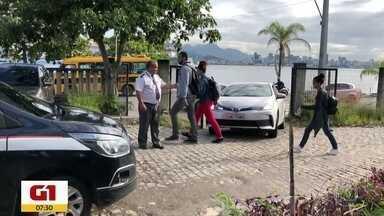 G1 no Bom Dia Rio: Vigias da UFF sofrem com falta de pagamento - São cerca de 350 vigilantes sem receber ha cerca de três meses. Alguns estão sendo despejados por falta de pagamento de aluguel. Alunos e professores estão se mobilizando para arrecadar doações de alimentos e dinheiro para ajudar.