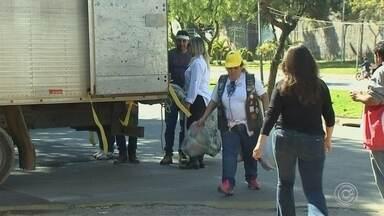 Voluntários de São Roque participam da campanha do agasalho - Voluntários acordaram cedo no domingo (9) e fizeram muita gente participar da campanha do agasalho em São Roque (SP).