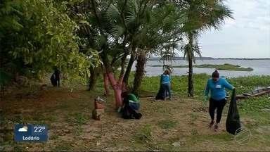 Voluntários retiram lixo acumulado em ponto turístico - Em Corumbá.